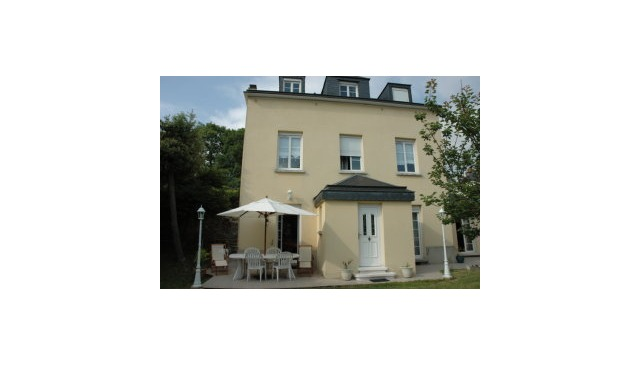 MAISON AVEC JARDIN CENTRE VILLE. House with garden in town center
