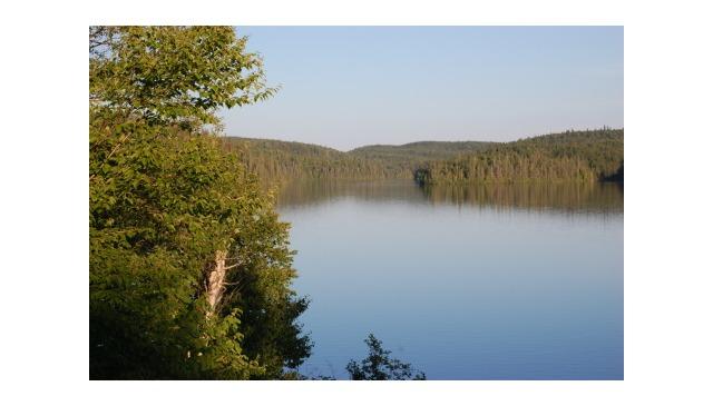 Confortable chalet sur le bord d'un lac magnifique près de villages québécois pittoresques