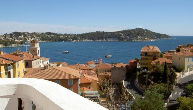 A 2 bedroom belle-epoque villa with a stunning view of the bay