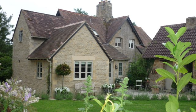 Quintessential English Country Cottage in a rural location
