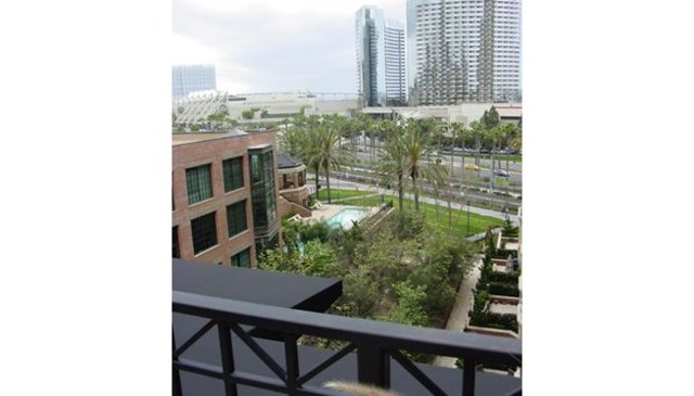 Beautiful condo with rooftop terrace to take in fabulous city views.