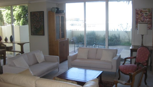 Luxury Seafront 2 Bedrm plus study, 2 bathrm apartment with huge terrace