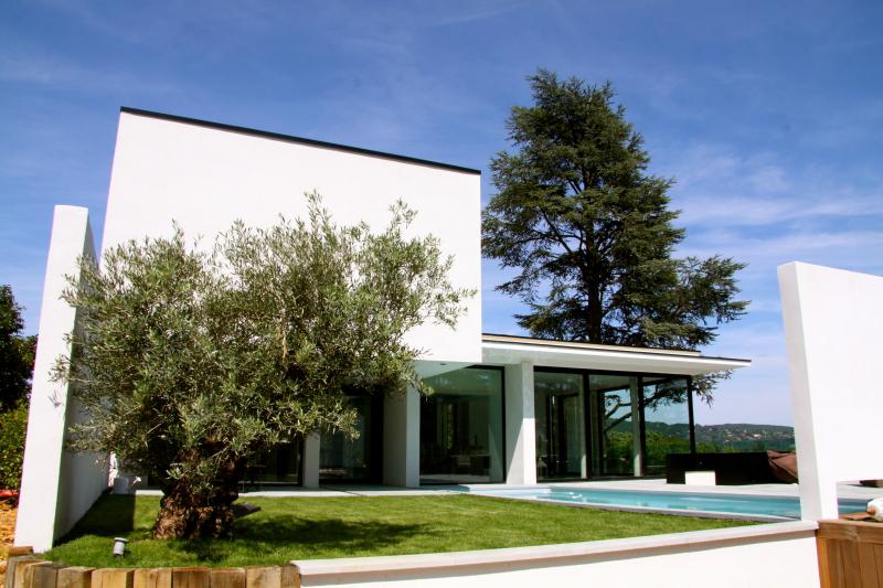 Superbe maison d 39 architecte design et dardilly rhone for Architecte lyon maison contemporaine